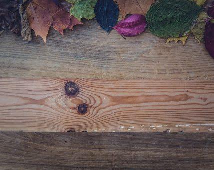 Odświeżenie drewnianego stołu